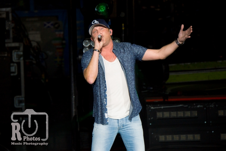 Cole Swindell @ DTE Energy Music Theatre in Clarkston, MI | Photo by John Reasoner