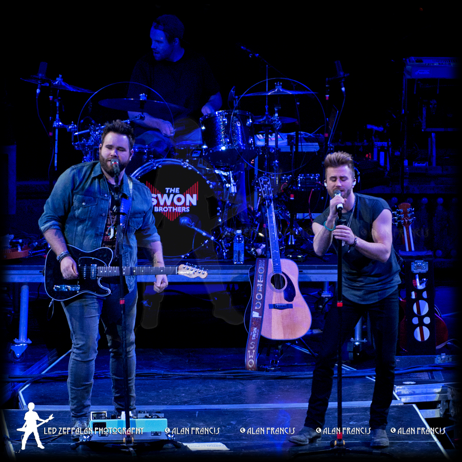 SwonBrothers-ReschCenter-GreenBay_WI-20160505-AlanFrancis-02