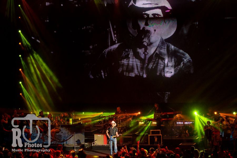 Brad Paisley @ WYCD Hoedown | Photo by John Reasoner