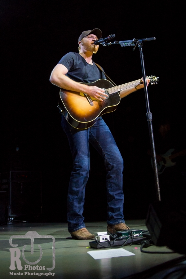 Eric Paslay @ Miller Auditorium in Kalamazoo, MI | Photo by John Reasoner