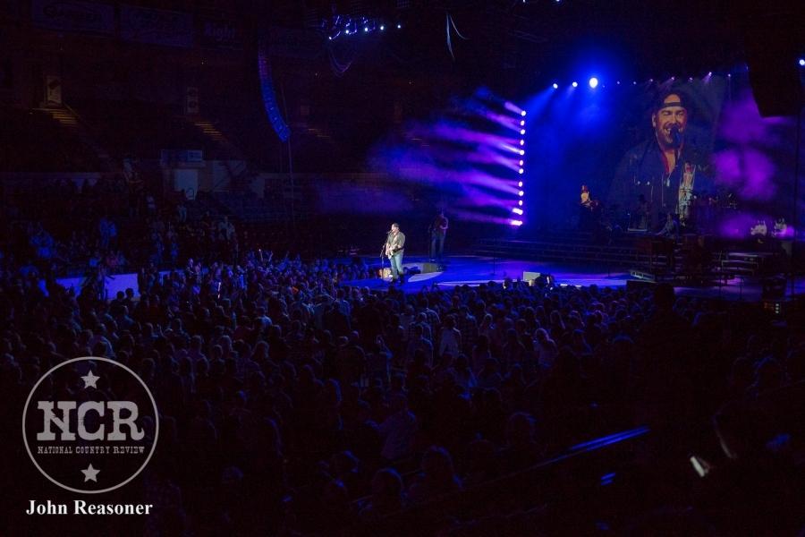 Lee Brice @ Dow Event Center in Saginaw, MI | Photo by John Reasoner