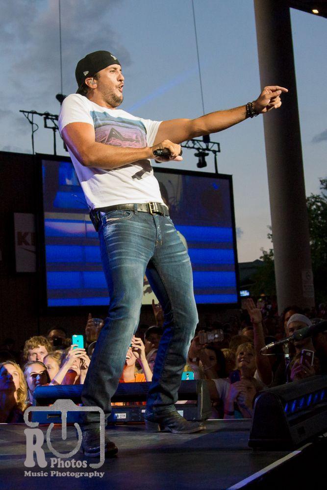 Luke Bryan at Klipsch Music Center in Nobleville, IN | Photo by John Reasoner