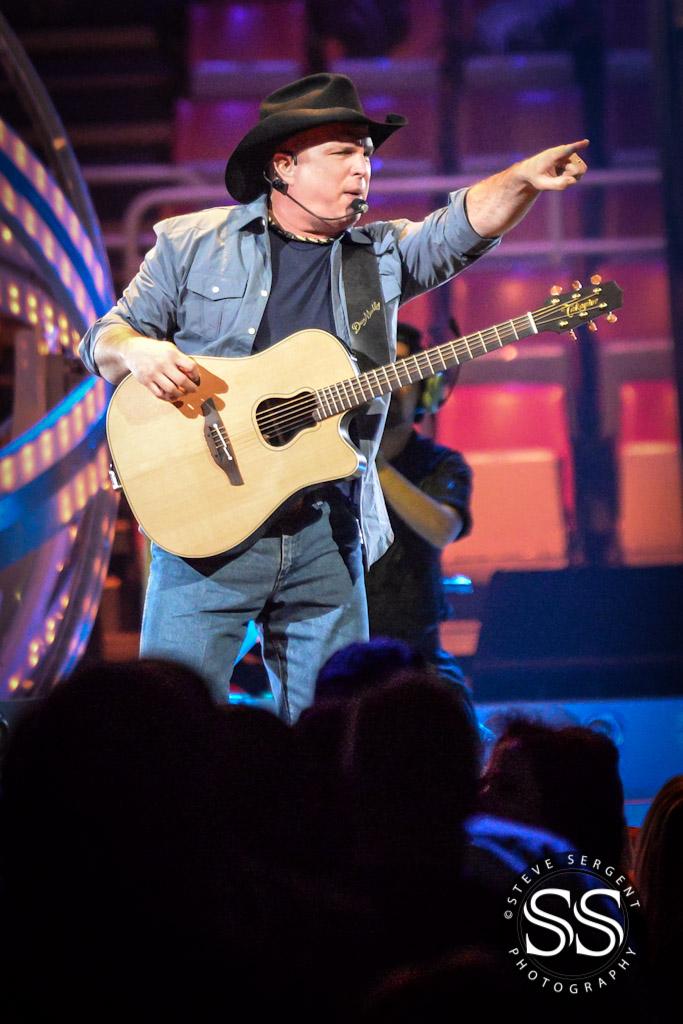 Garth Brooks @ Joe Louis Arena in Detroit, MI | Photo by Steve Sergent