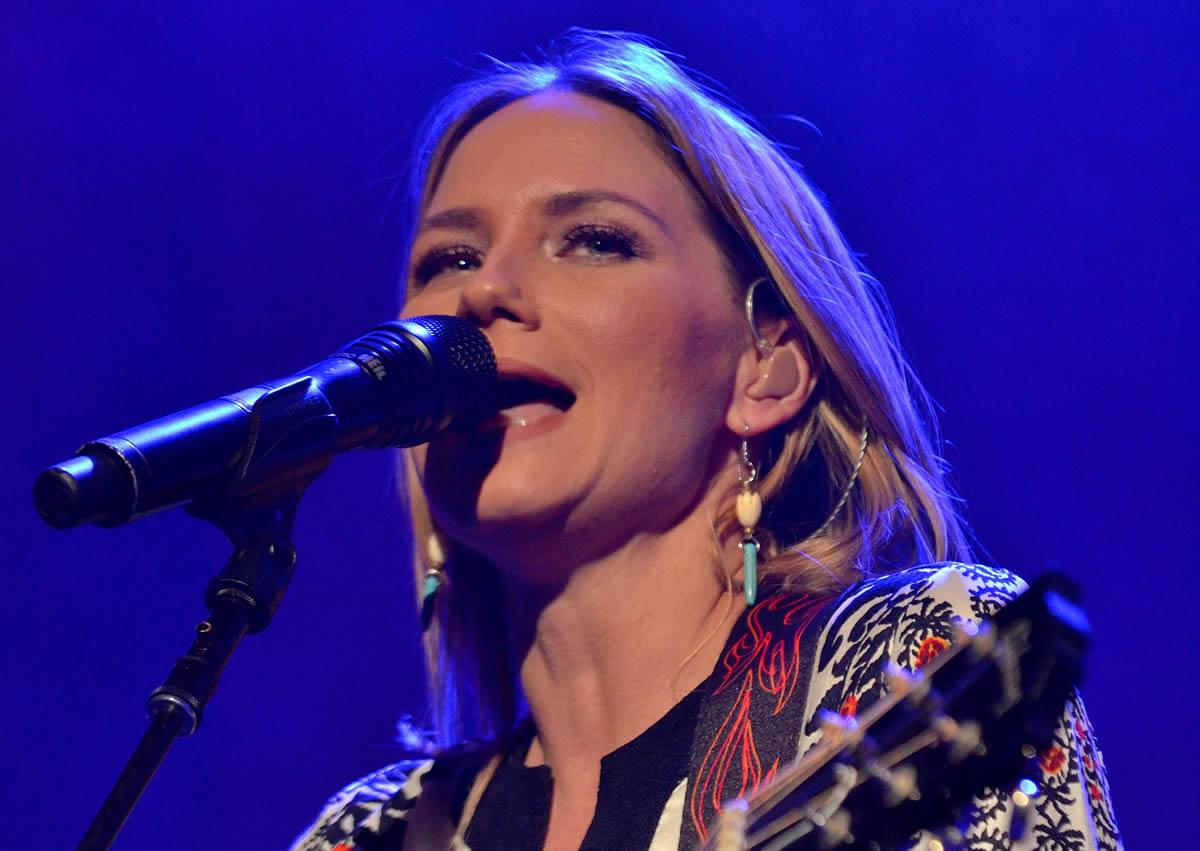 Jennifer fer Nettles @ House of Blues in Dallas, Texas   Photo by Joe Guzman